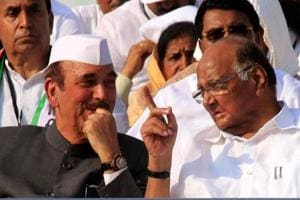 Congress leader Ghulam Nabi Azad with NCP chief Sharad Pawar in Nagpur.