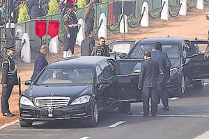 Delhi high court on Wednesday said all vehicles plying on the streets, including those of top dignitaries such as the president should be registered and display number plates.
