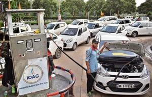CNGvehicles queue up at the filling station in Sector 44, Chandigarh. More stations coming up in 2018-19 will mean easy availability of gas.