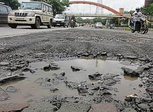Potholes at Express Highway at Anand Nager in Kopri.