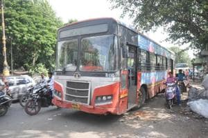 """In a meeting between Nayana Gunde, PMPML chairman and director, and Rajendra Jagtap, CEO, PSCDCL, Jagtap proposed the idea to make the PMPML's existing bus fleet """"smart and efficient""""."""