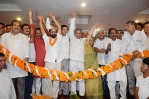 Former chief minister Harish Rawat and other Uttarakhand Congress leaders welcome party state in-charge Anugrah Narayan Singh (in garland) in Dehradun  on Tuesday.