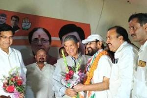 Former CM Harish Rawat and other leaders welcome Congress state in-charge Anugrah Narayan Singh in Haldwani.