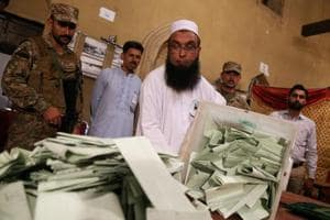 An election official counts ballots after polls closed during the general election in Islamabad, Pakistan, July 25, 2018. REUTERS/Athit Perawongmetha
