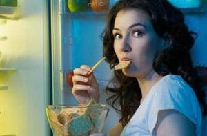 Junk food eaten at night will hamper your weight loss plans.