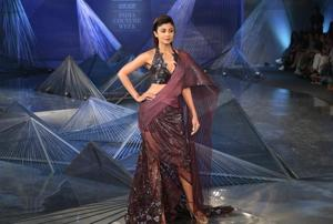 Shilpa Shetty wore a plum outfit by Amit Aggarwal and was the showstopper at his show at India Couture Week 2018. (Amal KS/HTPhoto)