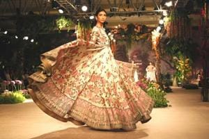 Designer Reynu Taandon's India Couture Week 2018 collection saw lehengas festooned with intricate embroideries.  (Jasjeet Plaha/HTPhotos)