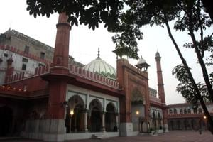 """File photo of the Fatehpuri mosque in Delhi. The imam of the mosque, Mufti Mukarram Ahmed, has termed the Delhi Wakf Board's proposal a good start, but condemned the board for its """"poor functioning"""" and """"indecisive"""" approach."""
