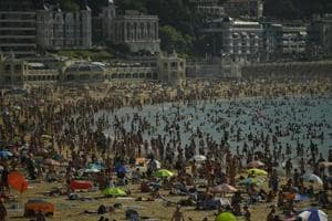People crowds La Concha beach in the basque city of San Sebastian, northern Spain, Friday, Aug. 3, 2018. Hot air from Africa is bringing a heat wave to Europe, prompting health warnings about Sahara Desert dust and exceptionally high temperatures that could peak at 47 degrees Celsius (117 Fahrenheit) in Spain and Portugal.