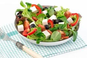 Here's how a low calorie diet affect men and women differently.