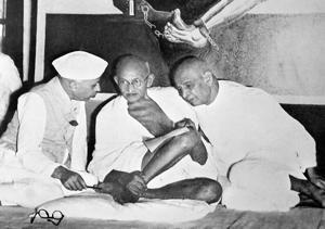 MK Gandhi with Valabhbhai Patel and Jawaharlal Nehru in 1947.