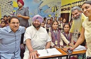 Punjab chief minister Capt Amarinder Singh, education minister OP Soni and food and supplies minister Bharat Bhushan Ashu (Right) interacting with students after the inauguration of Government Senior Secondary Smart School, PAU, in Ludhiana on Tuesday