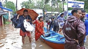 Flood victims are evacuated to safer areas in Kozhikode, Kerala, Augusta 16, 2018