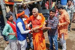Activist Swami Agnivesh after he was allegedly assaulted by Bharatiya Janata Yuva Morcha (BJYM) workers during his visit to Pakur, Jharkhand, in July.