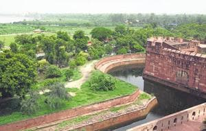 An overview of the Yamuna bank from Agra Fort with the Taj Mahal in sight.