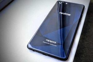 Oppo Realme 1 features a plastic body with a glossy look