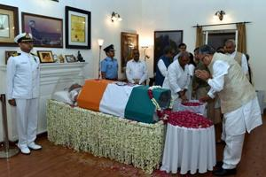 Chhattisgarh chief minister Raman Singh pays tribute to former prime minister Atal Bihari Vajpayee, at his Krishna Menon Marg residence, in New Delhi on August 16.