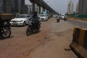 A 100-metre broken stretch on the Golf Course Road between the upscale Magnolias and Summit Apartments in DLF-5 has turned risky for commuters and motorcyclists.