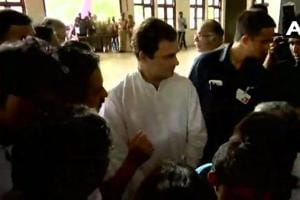 Rahul Gandhi visits a relief camp in Chengannur