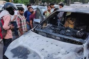 The driver of a SUV had a narrow escape after the vehicle he was travelling in caught fire near Omaxe Mall at Sohna Road on Monday evening.