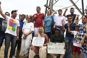 Buyers of Unitech Anthea floors hold a protest at the project site in sector 70, in Gurugram.