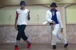 Tiger Shroff wishes Michael Jackson a happy birthday in new video.
