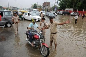 Although the rainfall recorded was higher than the 2016 Gurujam, the 2,500-odd police personnel on the roads ensured that the traffic kept moving in the city on Tuesday.