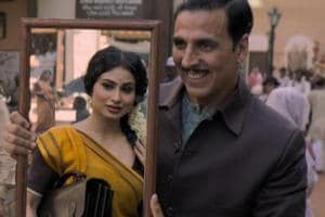 Akshay Kumar and Mouni Roy in a still from the film Gold.