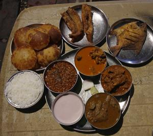 Raju's Malvani Cart serves hearty, homemade fare in Dadar. Thalis with rice and papad, kombdi vade, Malvani-style mutton, shellfish, chicken liver and fried prawns, all right there at the junction of Anant Patil Marg and Gokhale Road.