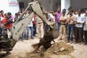 Police investigate the site where a rape victim was allegedly buried, at a government shelter home in Muzaffarpur, on Monday, July 23, 2018.