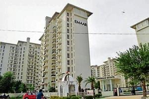 Emerald Premium Floor project is located along the Golf Course Extension Road. The developer was to deliver flats in 2013.