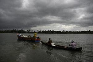 Flood-affected people who had taken refuge in relief camps return to their houses in boats in Kuttanad, Alappuzha.
