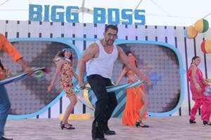 Bigg Boss 12: Salman Khan revealed at show's Goa launch that the show was first offered to Shah Rukh Khan.
