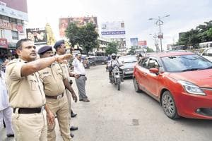 Police commissioner RK Padmanabhan reviewed the traffic situation at Shivaji chowk in Hinjewadi and introduced a one-way rule for traffic coming towards Phases 1 and 2 to Hinjewadi in the morning (8 am to 11 am) and evening one-way traffic from Hinjewadi phases 1 and 2 to Pune (4 pm to 7 pm).