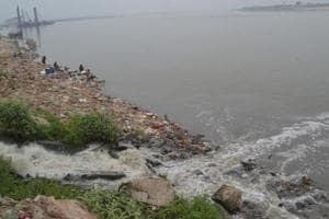 Dirty sewerage water with all its pollutants flows into the Ganga. (Santosh Kumar/HT Photo)