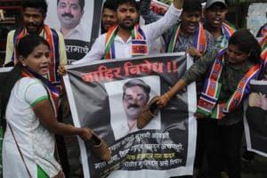 MNS activists protest against BJP MLA Ram Kadam at a dahi handi gathering in Thane on Wednesday. (Praful Gangurde/ HTPhoto)