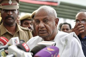 At the inaugural ceremony of a joint convention by left parties here, Deve Gowda said that politics should revolve around issues of public interest.