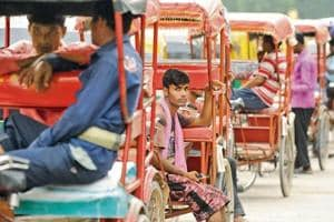 Experts estimate that the number of cycle rickshaws, which were earlier around 10,000, are now below 1,000.