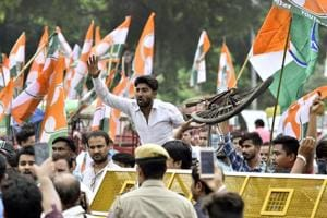 Members of Indian Youth Congress during Bharat Bandh protest called by opposition parties against the rising fuel prices, at Delhi Gate, in New Delhi, on September 10, 2018.