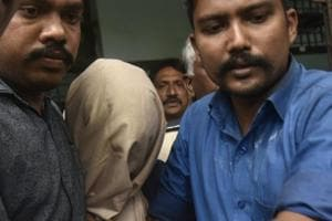 Twenty-year-old Sarfaraz Shaikh (face covered), arrested for the murder of 39-year-old HDFC bank vice president Siddharth Sanghvi, was presented before the magistrate court in Mumbai, on Monday, September 10, 2018.