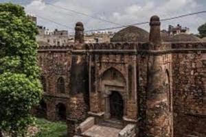The Khirki Masjid, close to the satpula, a seven arched bridge on the edge of southern wall of Jahapanah (the fourth city of Delhi), was a fort built by the prime minister of Feroz Shah Tughlaq around mid-14the century.