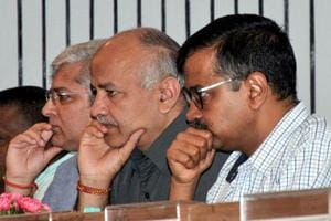Delhi chief minister Arvind Kejriwal directed the project team to further increase operators and phone lines of the number 1076, calling on which the service can be availed.