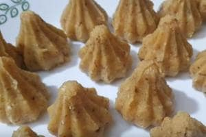 There are various versions of the modak, but the most commonly made one is the steamed modak which is known as 'ukdiche modak.'