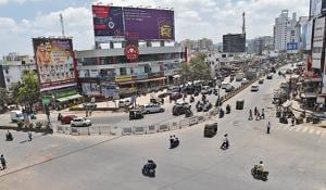 To address the issue of employees spending long hours on road to reach their workplace because of heavy traffic jam, from September 3, the traffic police had implementing one-way traffic plan and invited suggestions and objections from the residents.