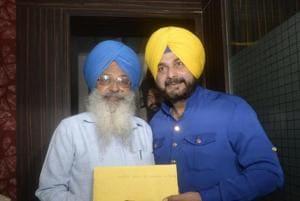 Punjab cabinet minister Navjot Singh Sidhu  handing over the memo to Bhupinder Singh, assistant to Akal Takht jathedar Giani Gurbachan Singh in Amritsar.