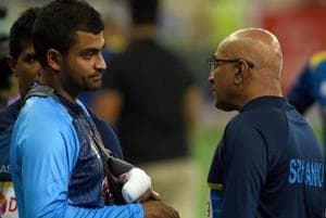 Sri Lankan coach Chandika Hathurusingha (right) talks to Tamim Iqbal after the Sri Lanka-Bangladesh game in the 2018 Asia Cup.