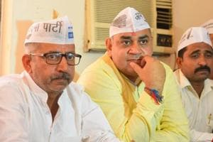Aam Aadmi Party Gurugram District President Mahesh Yadav(L) along with others members during a press conference, at Shama restaurant, Civil Line area, in Gurugram, India, on Monday, September 17, 2018.