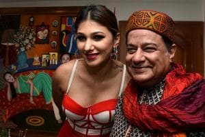 Jasleen Matharu poses for a picture with bhajan and ghazal singer Anup Jalota during his 65th birthday celebrations in Mumbai on July 29, 2018.