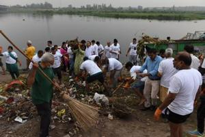 Residents of east Delhi along with BJP workers clean the Yamuna river as a part of Swachh Bharat Abhiyan.