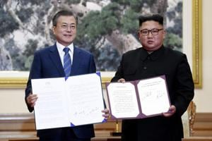 South Korean president Moon Jae-in and North Korean leader Kim Jong Un hold documents after signing at the Paekhwawon State Guesthouse in Pyongyang, North Korea, on September 19, 2018.